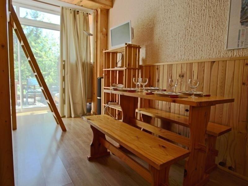 Studio 2 personnes rénové avec terrasse Sud, alquiler de vacaciones en Saint-Martin-d'Uriage