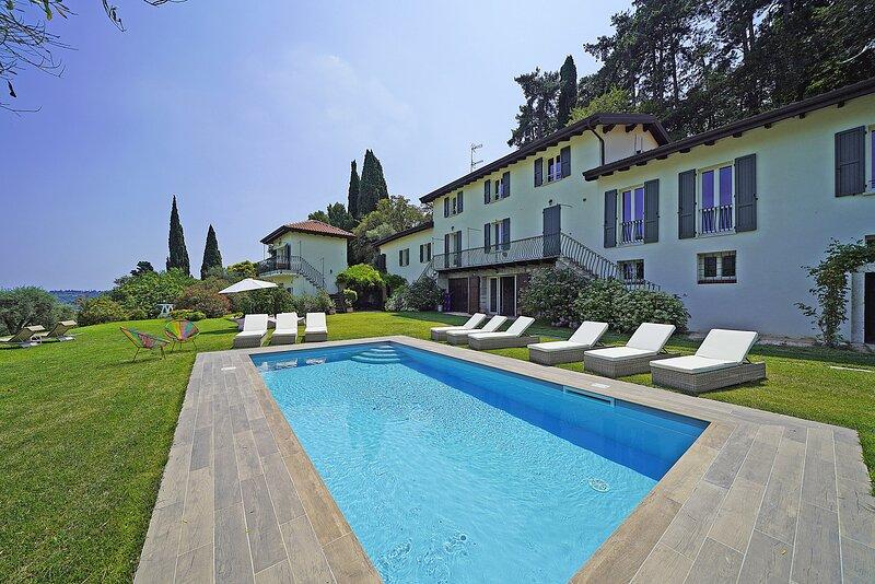 Tenuta la Pineta 10 Sleeps, holiday rental in Villanuova sul Clisi
