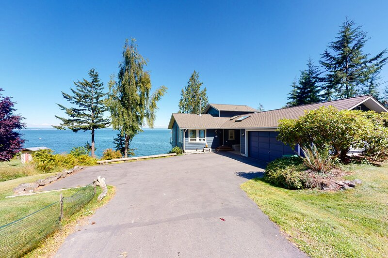 Impeccable views of the Sound complete with hot tub & pool table, holiday rental in Port Ludlow