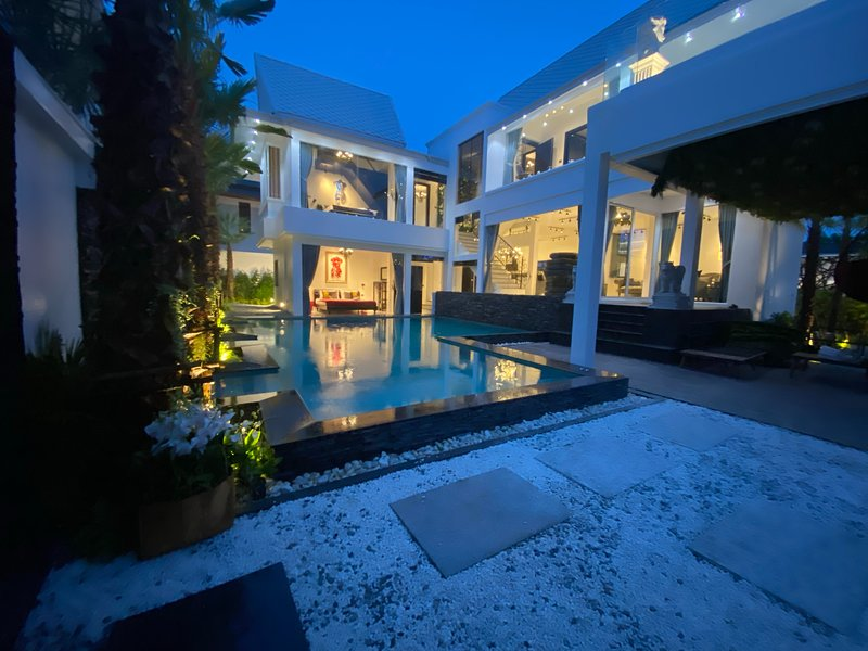 NEW 2020 ART pool villa Pattaya 7 bedroom, Chic design., holiday rental in Pattaya
