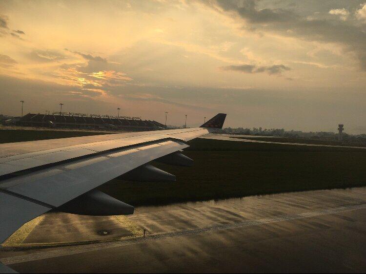 L'aéroport : 25 km