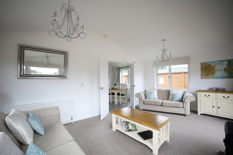 Beautiful 2 bedroom lodge 15 minutes to  York with air conditioning, holiday rental in York
