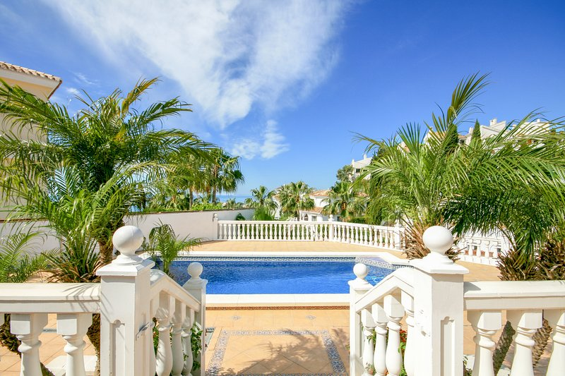 1449 - 3 bed villa, private pool and garden, Riviera del Sol, Mijas Costa, holiday rental in Sitio de Calahonda