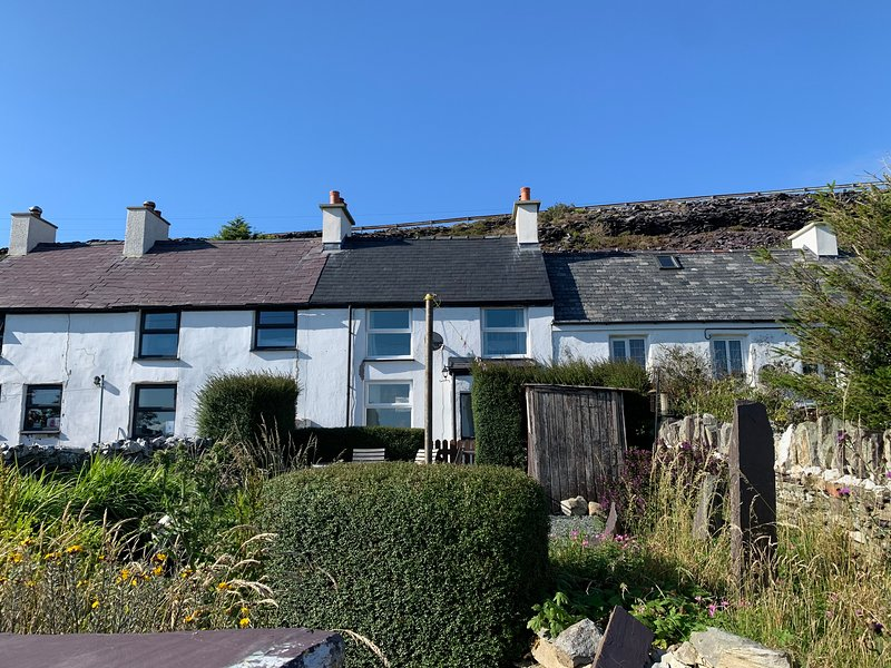 3 Blue Bell, Penygroes, vacation rental in Groeslon