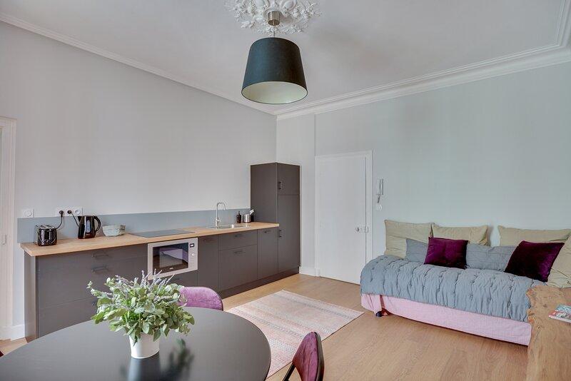IVOIRE - Appartement centre-ville, rénové, holiday rental in Bedee