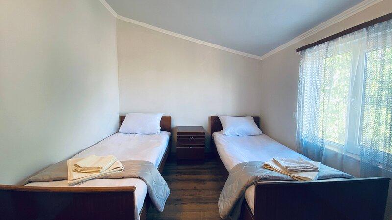 Byurakan Guest house double room, alquiler de vacaciones en Ashtarak