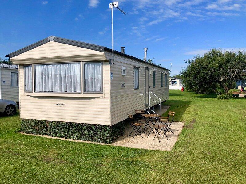 8 berth caravan for hire near Great Yarmouth at Broadland Sands ref 20139BS, location de vacances à Corton