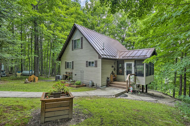 This Weirgor vacation rental house boasts 10 acres of private land!