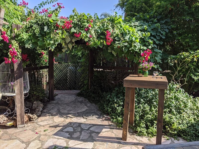 The English Garden - Wedding Venue, aluguéis de temporada em Tel Mond
