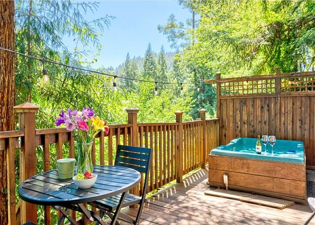 Mystic Cottage!! Hot Tub, Redwoods, Fire Table!! 5 Mins to River!!, vacation rental in Duncans Mills