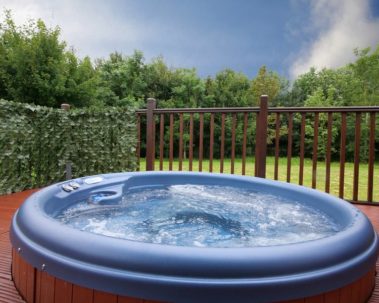 The Heron Lodge, with hot tub, holiday rental in Old Malton