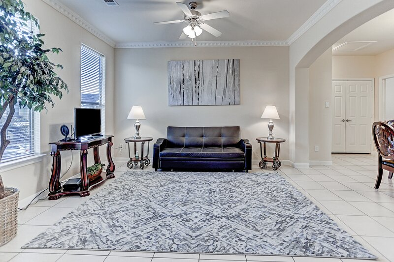8 guests, 4 Bdrm & kitchen Condo, vacation rental in Houston