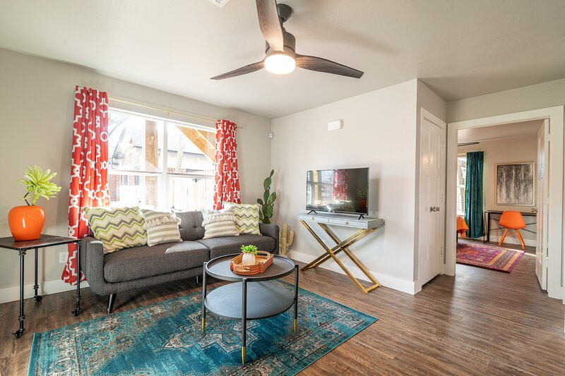 Plaza Pad I - Brand New Apartment! Blocks from Plaza District, holiday rental in Bethany