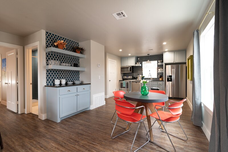 Plaza Pad II - Brand New Apartment! Blocks from Plaza District, holiday rental in Bethany
