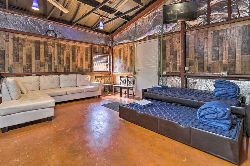 Unique Studio ~4 Mi to Downtown, Houston TX US, holiday rental in Highlands