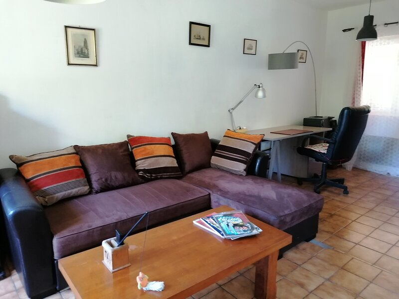Beautiful house with garden & Wifi, vacation rental in Marcillac-Saint-Quentin