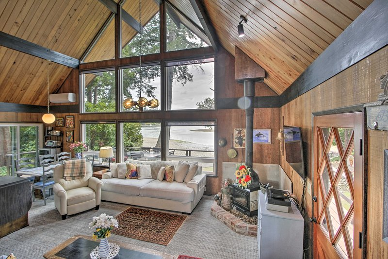 Waterfront Gig Harbor Property on the Puget Sound!, holiday rental in Lakebay