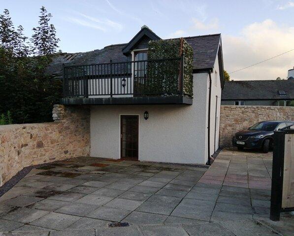 Cottage & Balcony