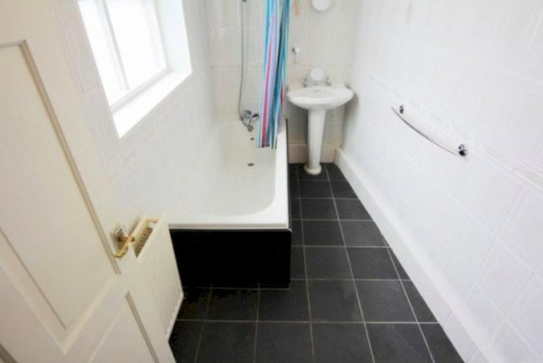 Ideal for city break, long term stay or commuter, holiday rental in Hale