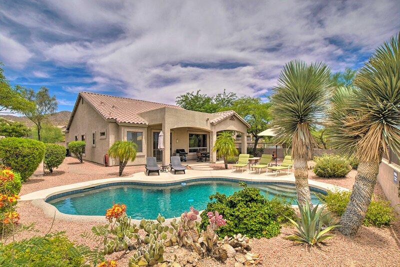 NEW! Las Sendas Escape w/ Pool Near Usery Mountain, casa vacanza a Apache Junction