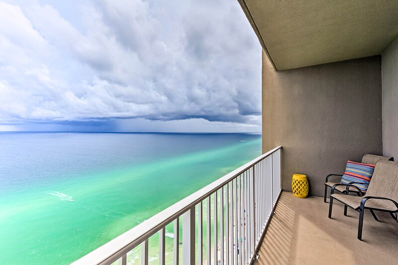 NEW! Beachfront Condo w/Balcony <2Mi to Gulf World, holiday rental in Panama City Beach