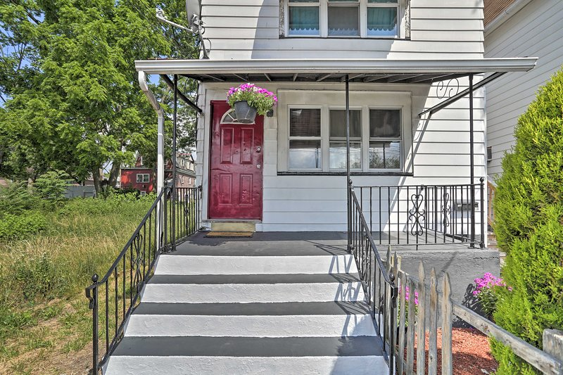 NEW! Dtwn Wilkes-Barre Apt: Walk to Parks + Shops!, holiday rental in Bear Creek