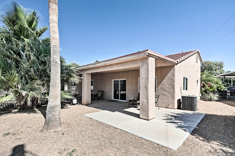 NEW! Colorado River Oasis - 3 Master Suites!, casa vacanza a Needles