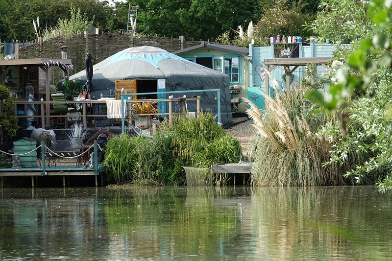 Lily Lake Yurt with private hot tub and free fishing over looking Lily Lake, Ferienwohnung in Maldon