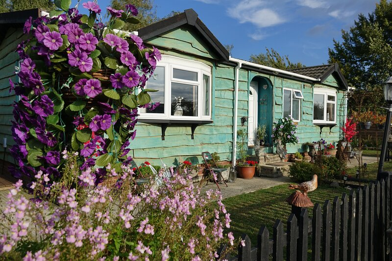 Lakeland Lodge with private hot tub includes fishing, Ferienwohnung in Maldon