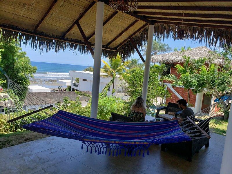 3 Bedroom 3 bath Beachfront House private Beach, Ferienwohnung in Machalilla National Park