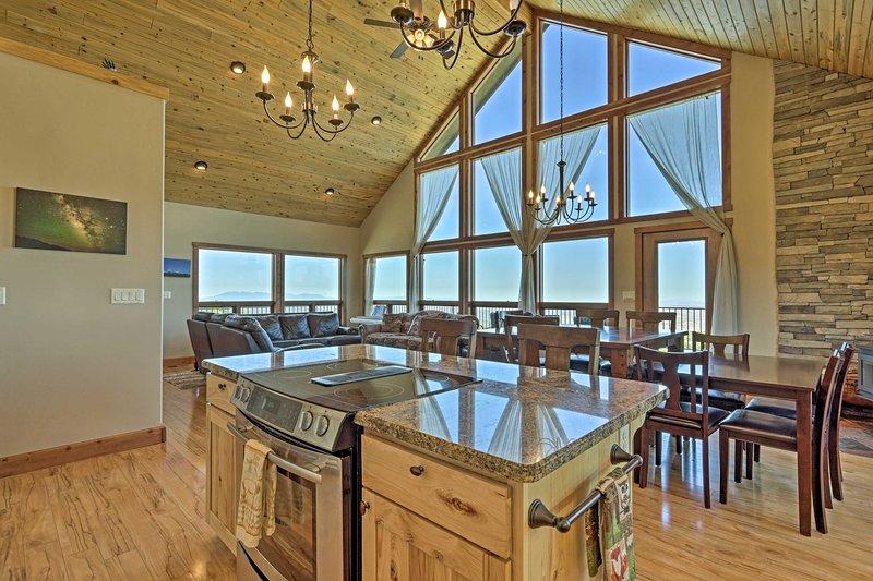 NEW! Private Hilltop Home w/Expansive View & Grill, location de vacances à La Sal