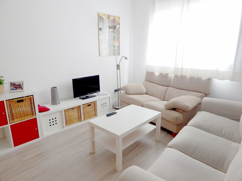 Apartment in Palamós a few meters from the beach, ground floor - LÓPEZPUIGCERV, vacation rental in Vall-Llobrega