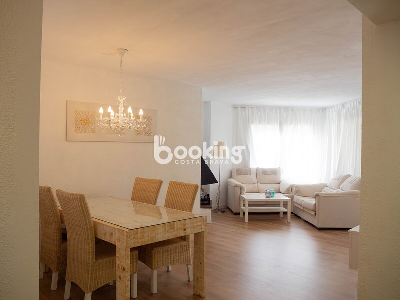 APARTMENT WITH TWO ROOMS WITH POOL AND TERRACE, holiday rental in Castell-Platja d'Aro