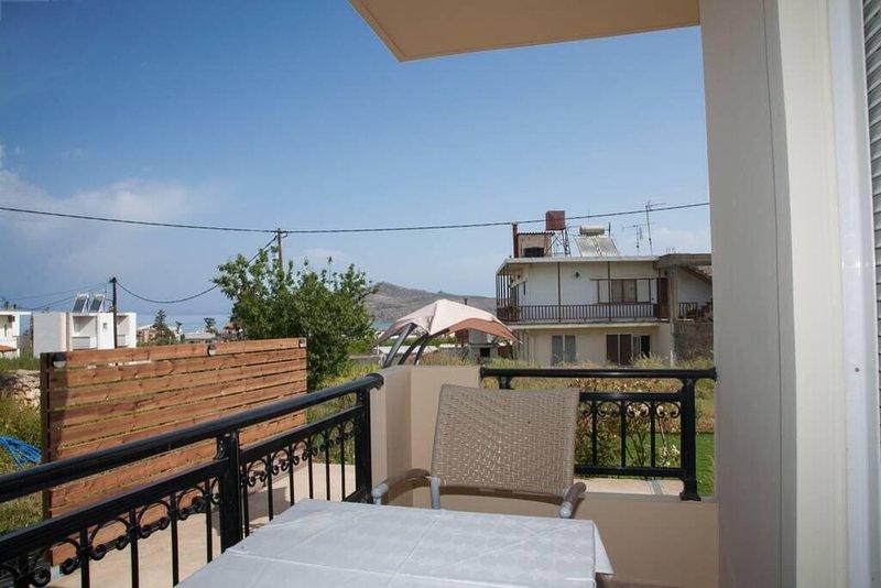 Chania Beachfront Retreat - Perfect Family Haven, location de vacances à Agia Marina