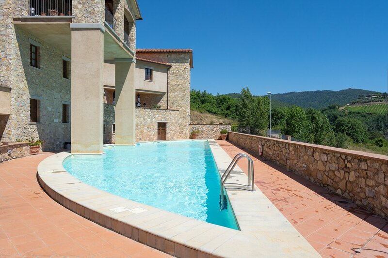 Casa BD in Gaiole - 150 m² apartment with a view & travel guide - sleeps 10 -, holiday rental in Gaiole in Chianti