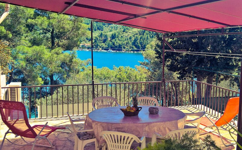 Seafront Apartment Dana - Two Bedroom Apartment with Terrace and Sea View, holiday rental in Vela Luka