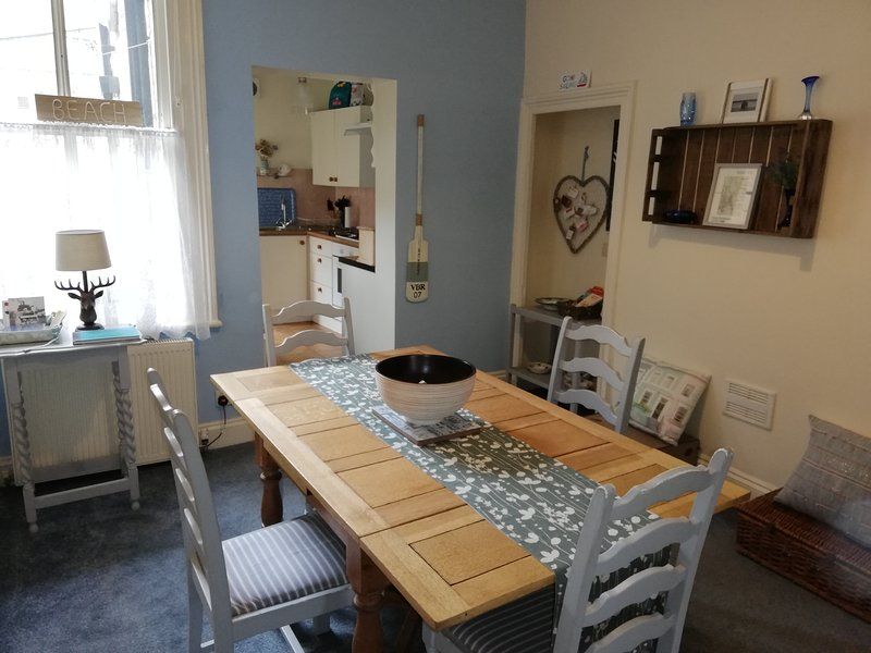 A Summer Place - Spacious maisonette, sleeps 4, very close to all amenities, holiday rental in Scarborough District