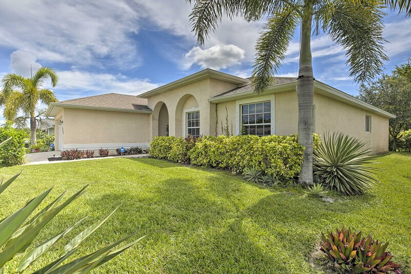 NEW! Single-Story Cape Coral Home: Golf & Grill!, alquiler vacacional en North Fort Myers