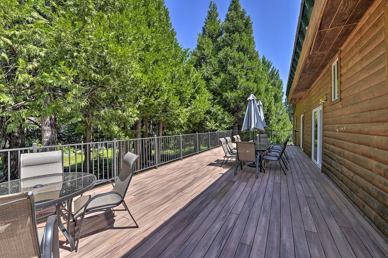 NEW! Secluded Mtn Home w/ Large Deck, Fireplace!, location de vacances à Camp Connell