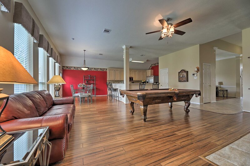 NEW! Family Home 20 Mi. to Downtown, 10 Mi. to IAH, vacation rental in Cypress