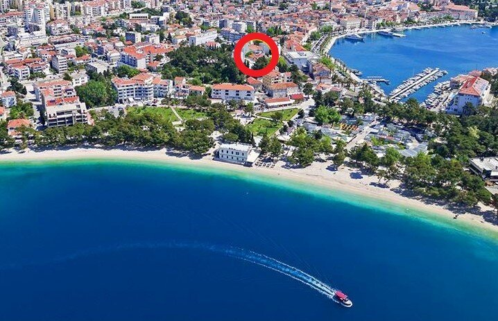 Beautiful apartment with sea and mountain view !, alquiler vacacional en Makarska