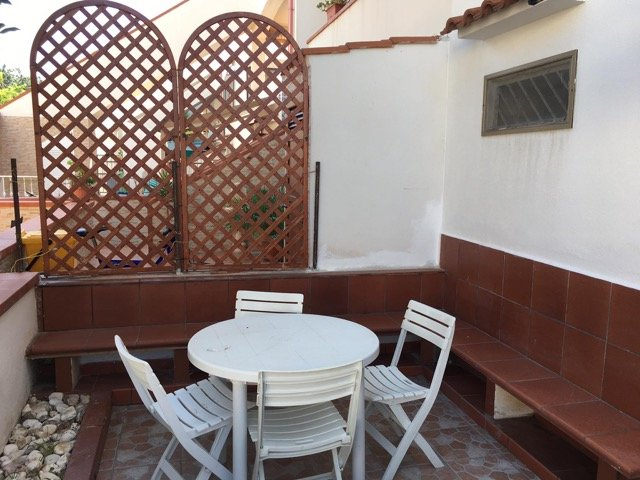 Spacious property with terrace, location de vacances à Foce Varano