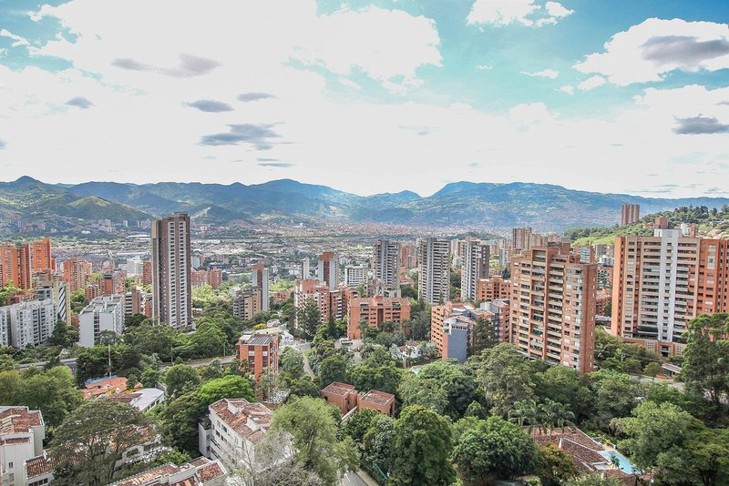 Estudio Piso Alto Con Bacon Poblado La Frontera, vacation rental in Envigado