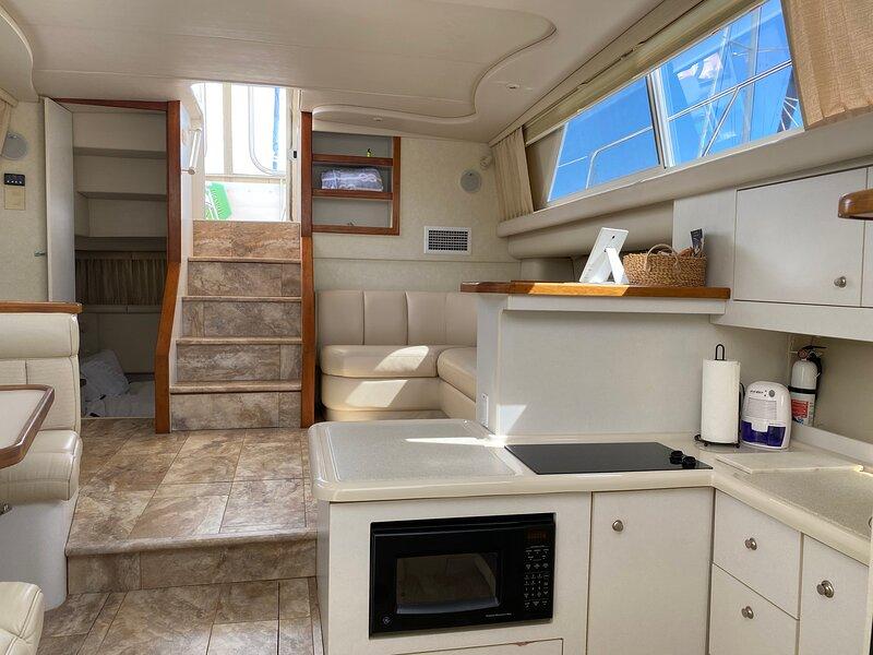Seas & Slumber I, Exquisite Yacht Lodging – semesterbostad i Vilano Beach