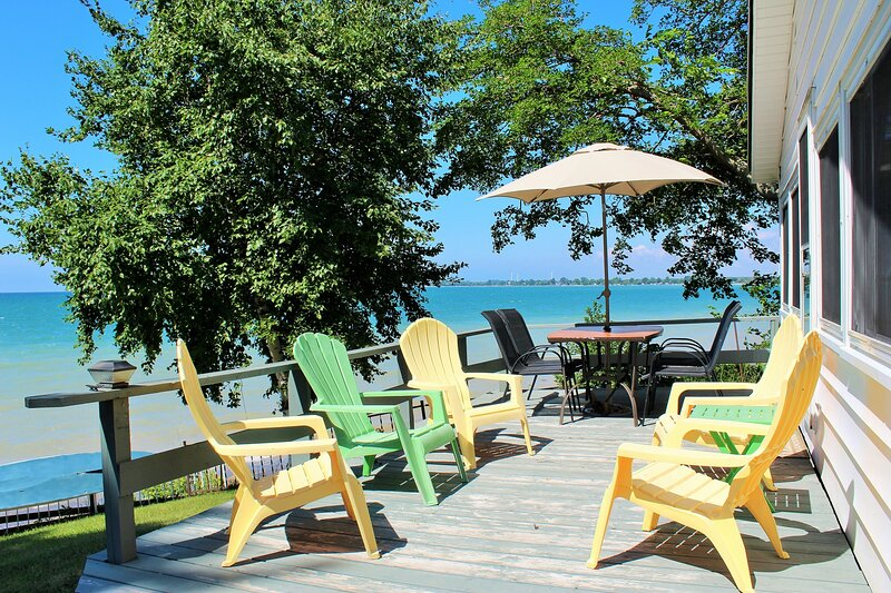 Lakeshore Breezes - Traditional, Timeless, Waterfront Wonder, vacation rental in Haldimand