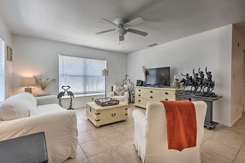 NEW! NSB Condo w/ Pool & Grill Deck: Walk to Beach, vacation rental in Edgewater