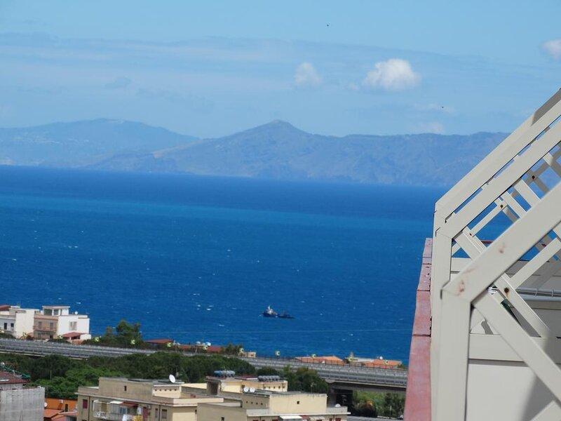 Delizioso e rifinito monolocale vista mare, alquiler de vacaciones en Patti