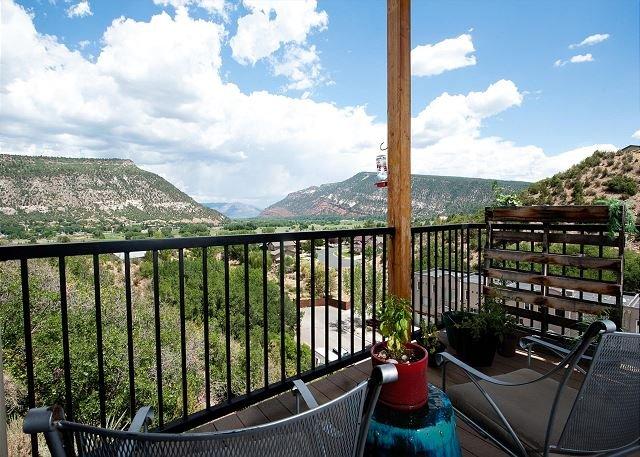 Luxury Home 2 miles to Downtown Durango - Amazing Views - AC - Ping Pong, location de vacances à Durango