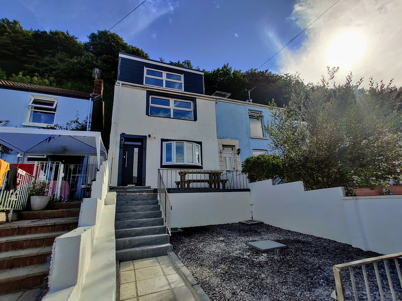 No. 10 | Luxury Mumbles Home with a View, vacation rental in Swansea