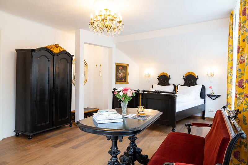 Heritage Boutique Apartment Ella - zentrales Studio mit Bergblick, holiday rental in Ebensee am Traunsee